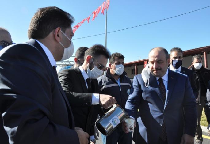 Başkan Oral'dan Bakan Varank'a süt ikramı