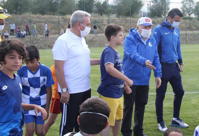 Başkan Sekmen sporun ve sporcunun yanında