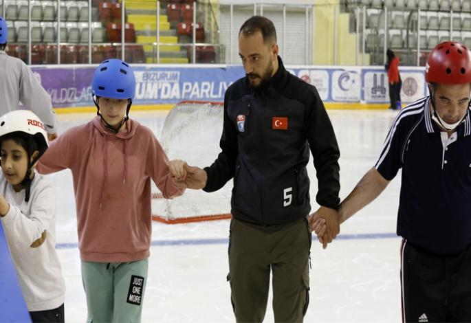 Engelli Çocuklara Buz Pateni kursu