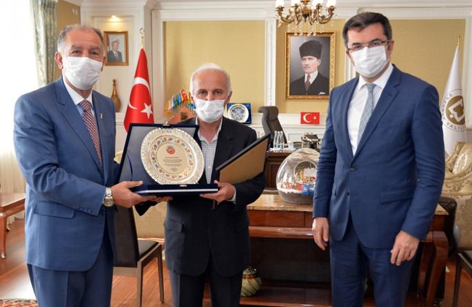 Erzurum'da yılın ahisi, kalfası ve çırağına plaket