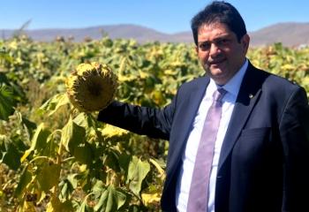 Başkan Oral çiftçinin hasat bayramını kutladı