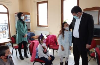 Başkan Yaşar'dan Halk Kütüphanesi ziyareti