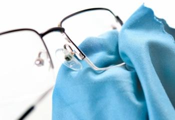 Gözlük camlarını dezenfekte etmeyi unutmayın