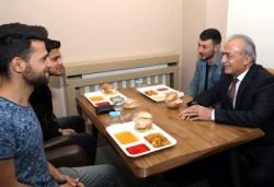 Rektör Çomaklı öğrencilerle iftar açtı