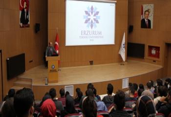 Rektörü Prof. Dr.Çakmak öğrencilerle buluştu
