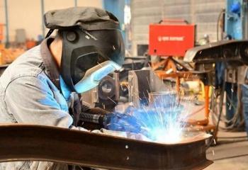 Sanayi sektöründe çalışanlar büyük risk altında