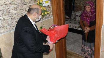 Şehit anneleri Başkan Orhan'ı bağrına bastı