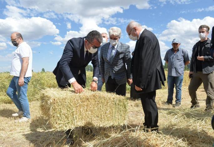 Vali Memiş'ten çiftçilere övgü
