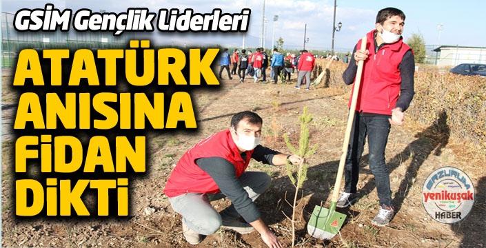 Gençler Atatürk için fidan dikti